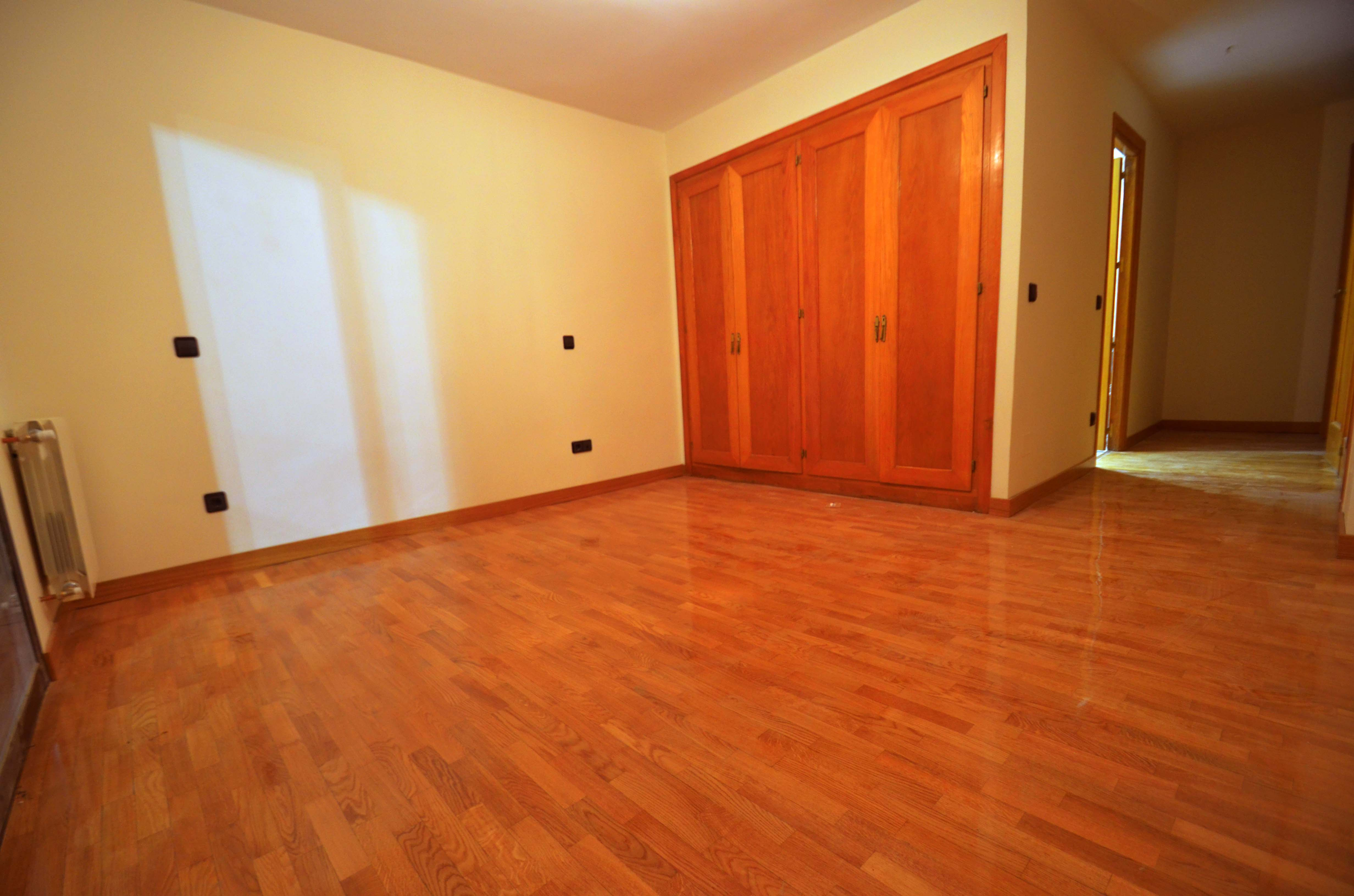 Habitación suelo madera natural