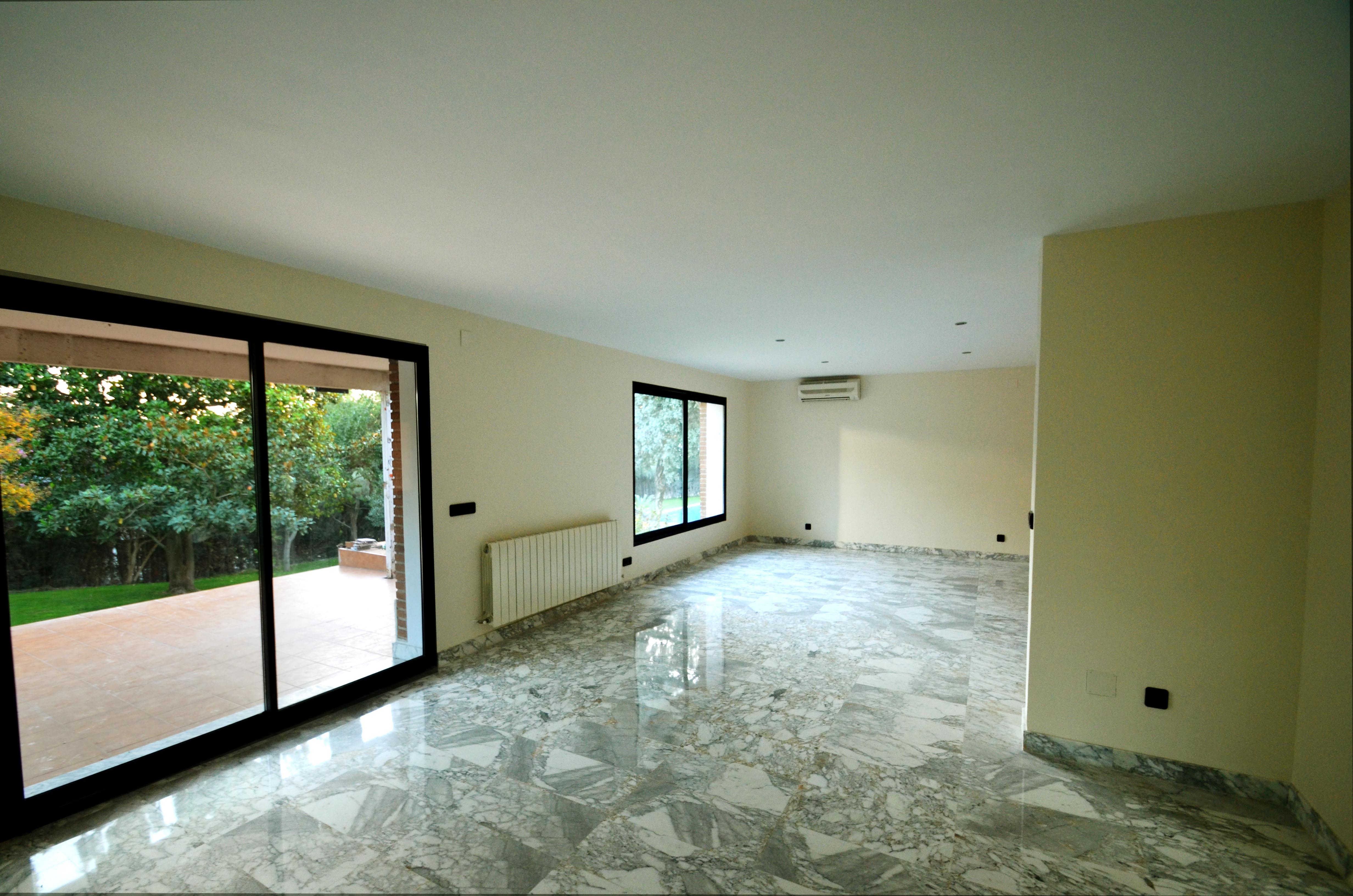 Salón suelo mármol