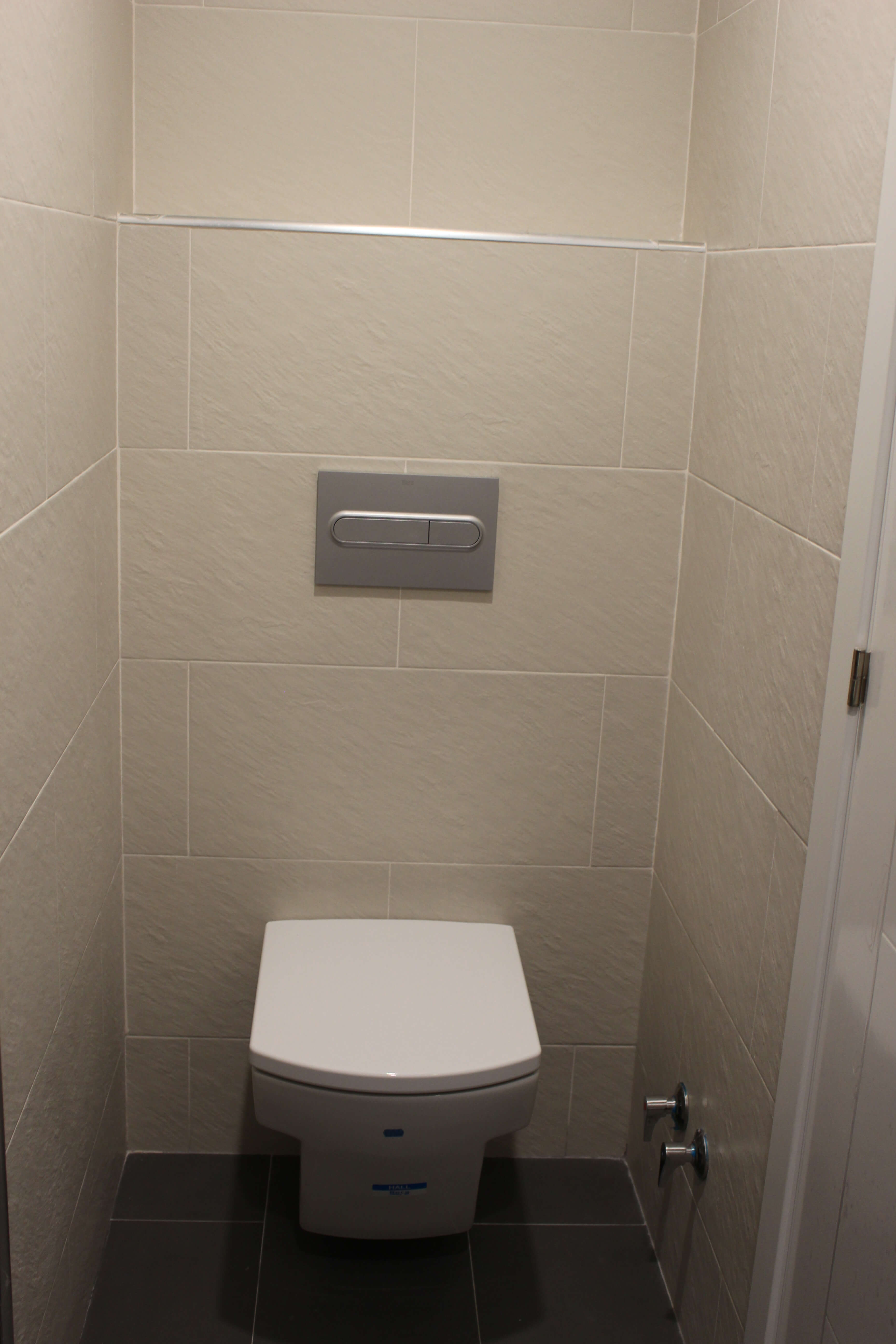Cisterna empotrada. WC suspendido