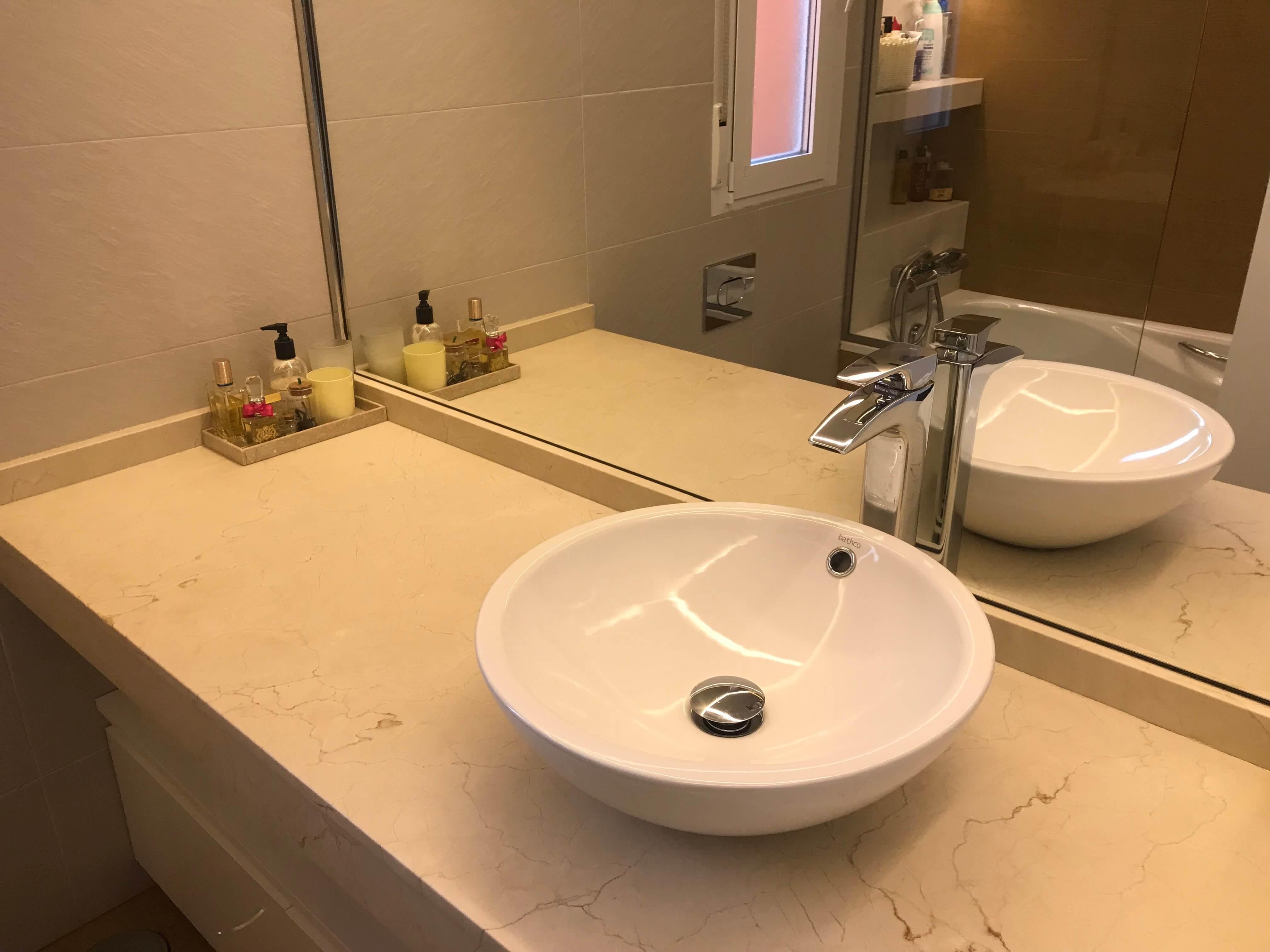 Lavabo sobre encimera mármol